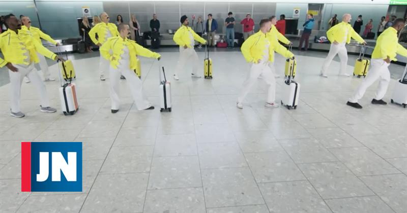 Vocalista de los Queen homenajeado con la danza en el aeropuerto de Heathrow