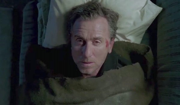 Tim Roth en la cama Tin Star Amazon temporada 1