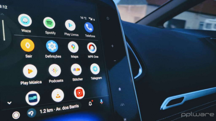 Google Maps Android Auto smartphone