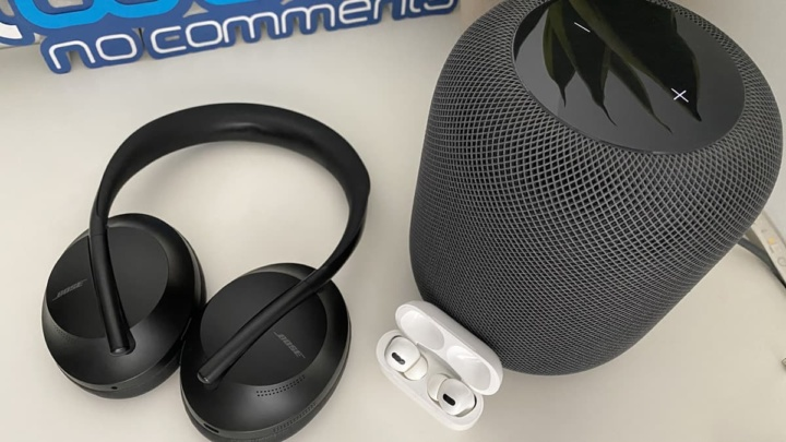 Imagen de dispositivos de audio Apple y Bose